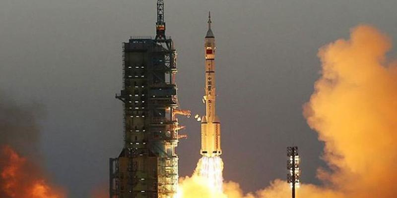 Çin Uzaya Astronot Gönderdi!